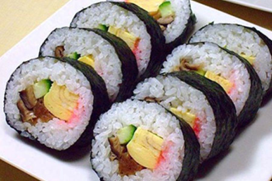 auradaze-japanese-sushi-deli-royal-leamington-spa-darren-yates-menu-futomaki-sushi